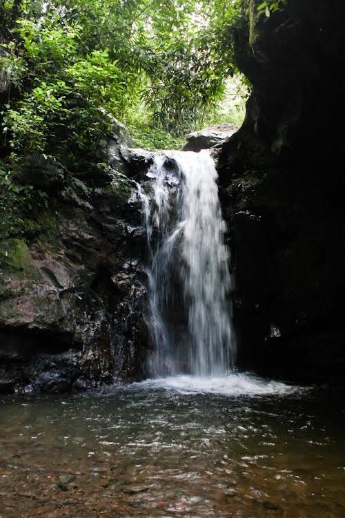 Air terjun Kalibendo, di Desa Kampung Anyar, Kecamatan Glagah, Banyuwangi.