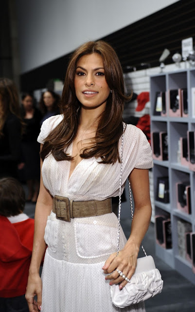 Eva Mendes Latest Hot Pictures 2011 In Beautiful White Dress