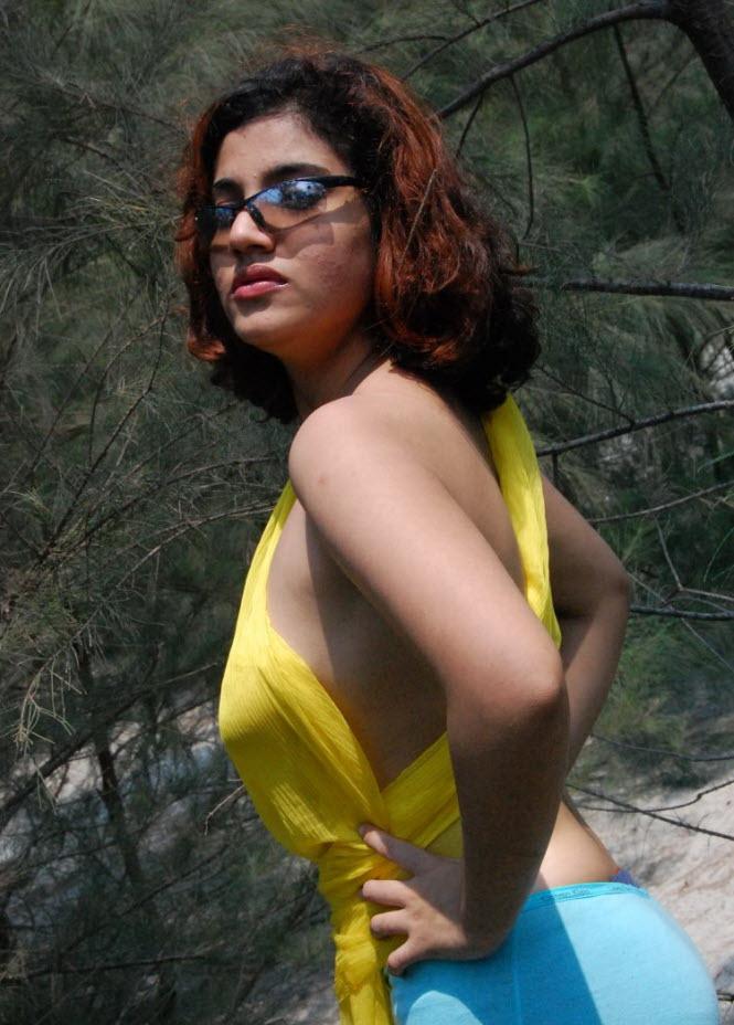 Nude Indian Girls Posing