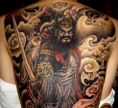 Tattoo oriental guerreiro na costa