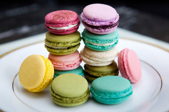 wedding macarons guide flavors usages and presentations belle the magazine. Black Bedroom Furniture Sets. Home Design Ideas