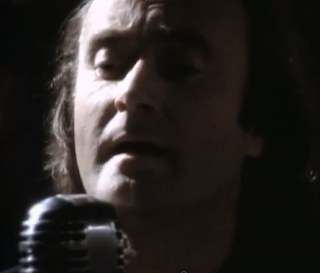 videos-musicales-de-los-90-genesis-hold-on-my-heart