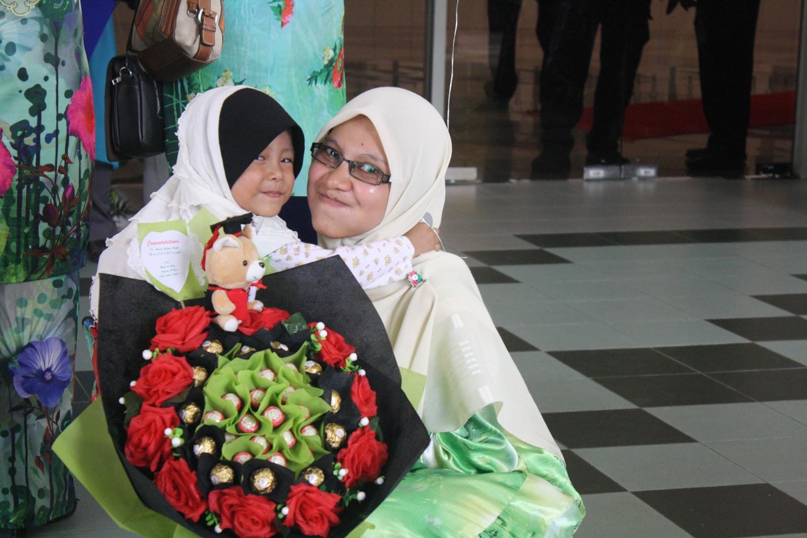 Saiz hand bouquet sedang elok je untuk dipegang =)