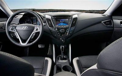 2013 Hyundai Veloster Turbo Interior and Dashboard