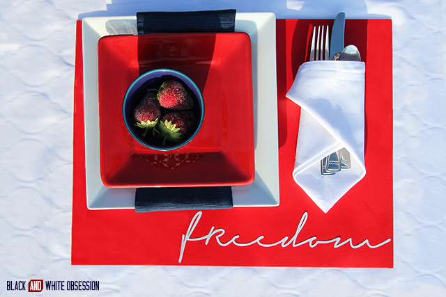 Red, White, and Blue Patriotic Placemats: Freedom| www.blackandwhiteobsession.com