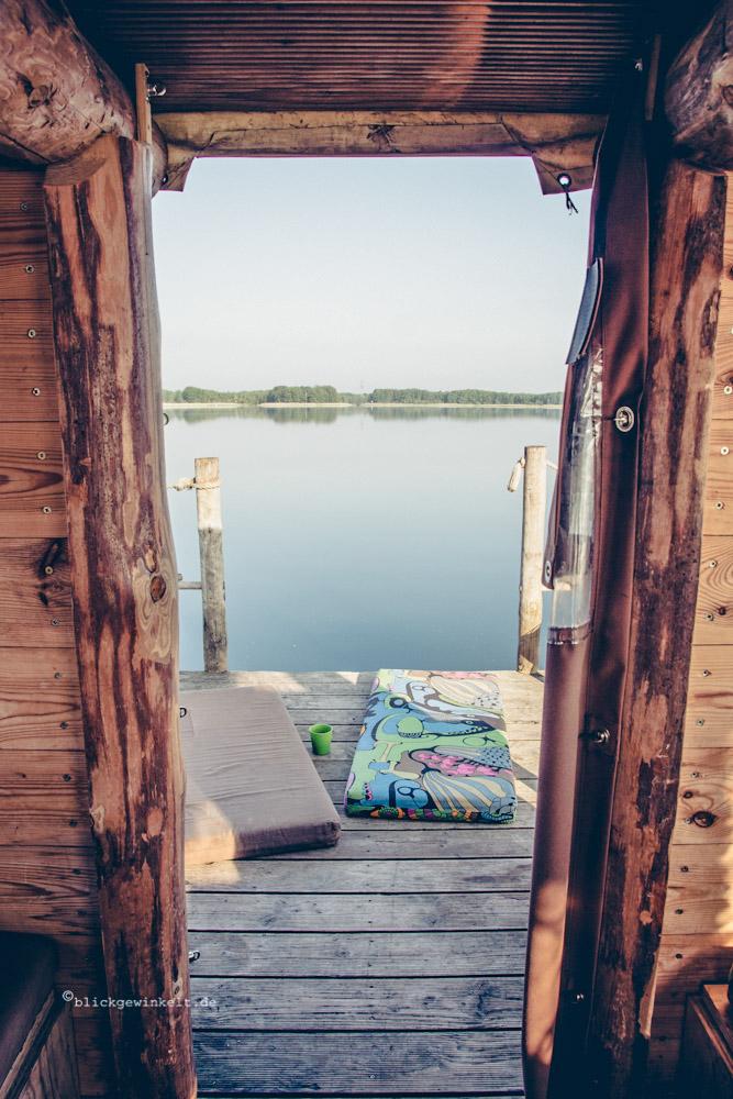 Ausblick vom Floß auf den See