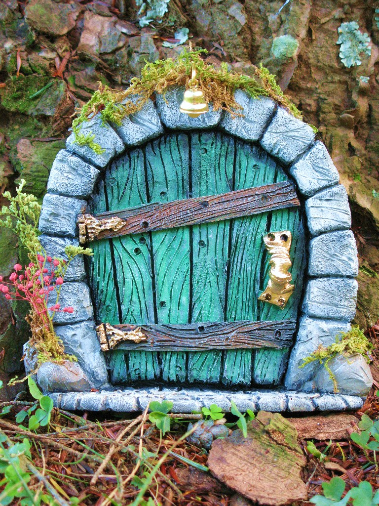 Fada moranga 6th year blogging and celebrating fairy day for Fairy house doors