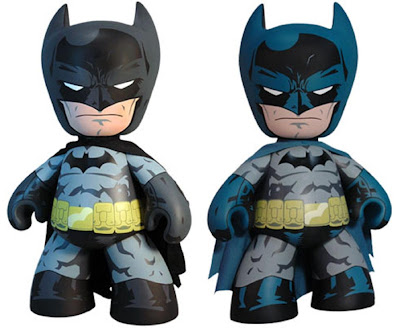 "San Diego Comic-Con 2011 Exclusive Batman 20"" Mega Scale Mez-Itz Vinyl Figures by Mezco Toyz - Black and Gray Batman & Blue and Gray Batman"