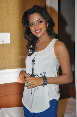 Amala paul hot photos in simple dress
