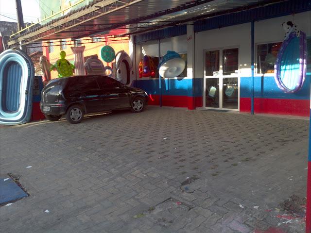 Foto de um estacionamento para clientes em atendimento na loja da Pontal da pesca