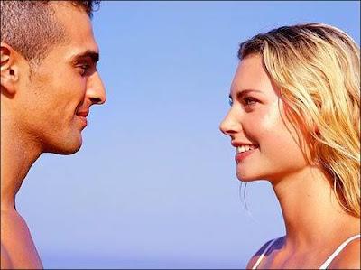 الرجل أكثر عرضه للوقوع فى الحب من أول نظرة - love at first sight