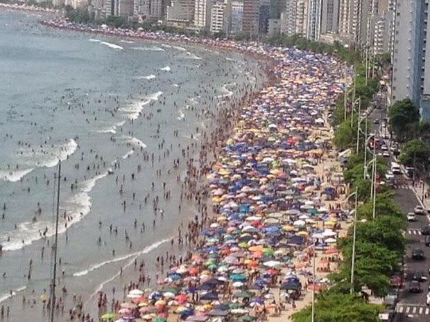 Praia lotada em Santa Catarina