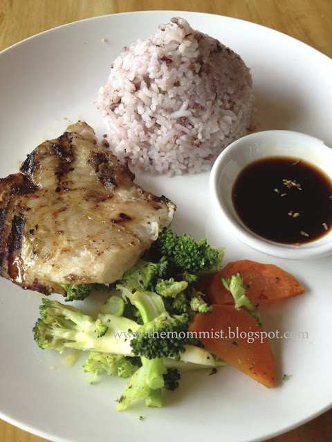 Grilled fish fillet with organic vegetables