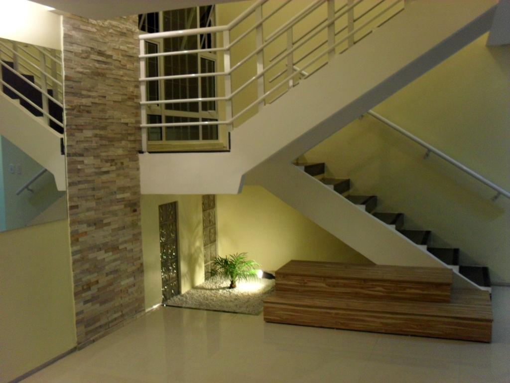 escada para o jardim:Escada Ganho Corrimão Para Segurança Um Jardim De Inverno Embaixo