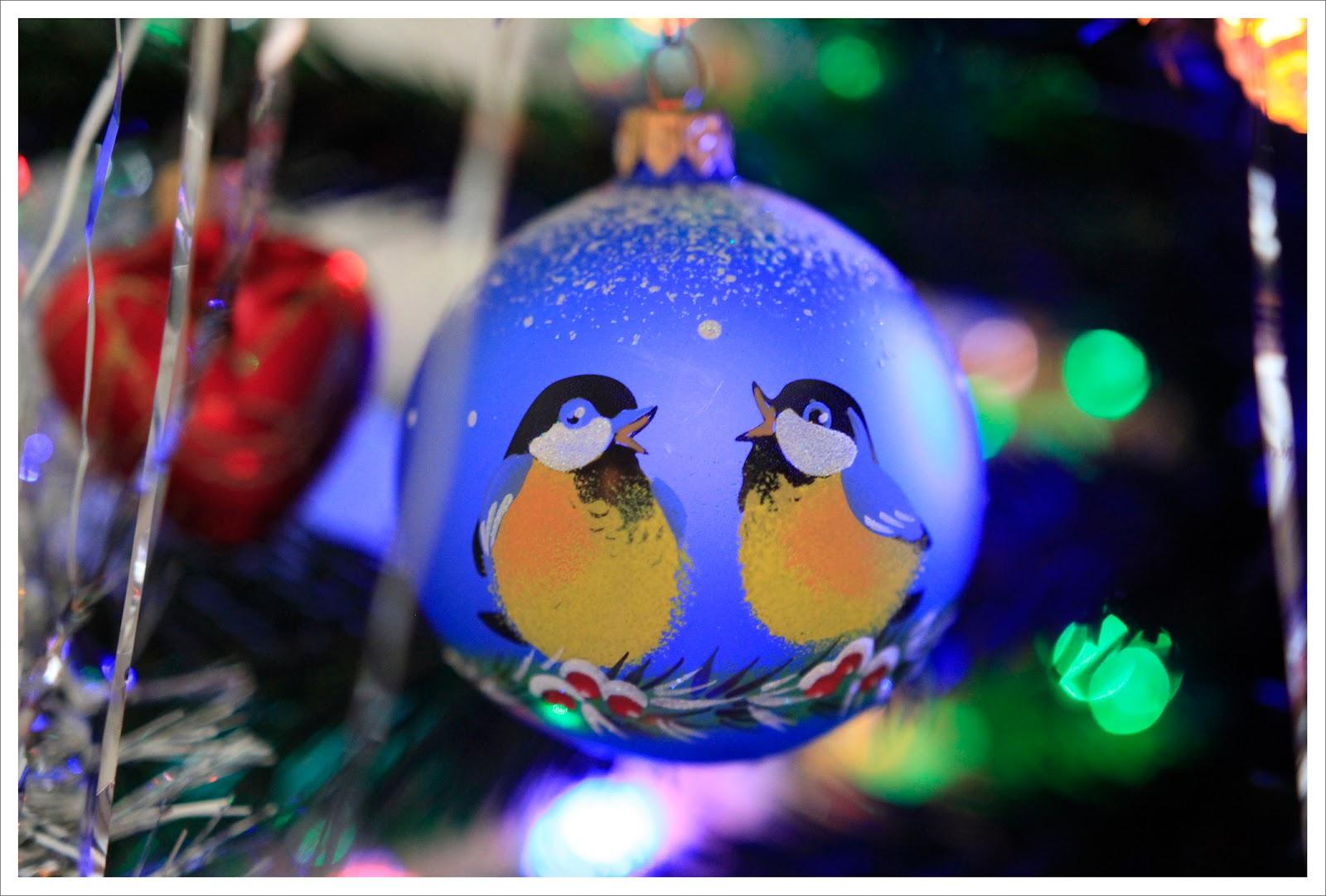 новогодний шарик с птичками