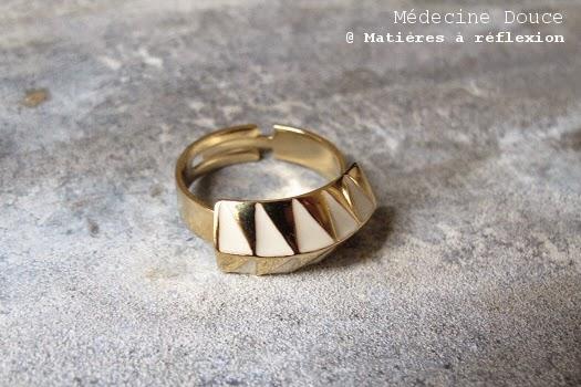 Bague blanche nouvelle collection Médecine Douce