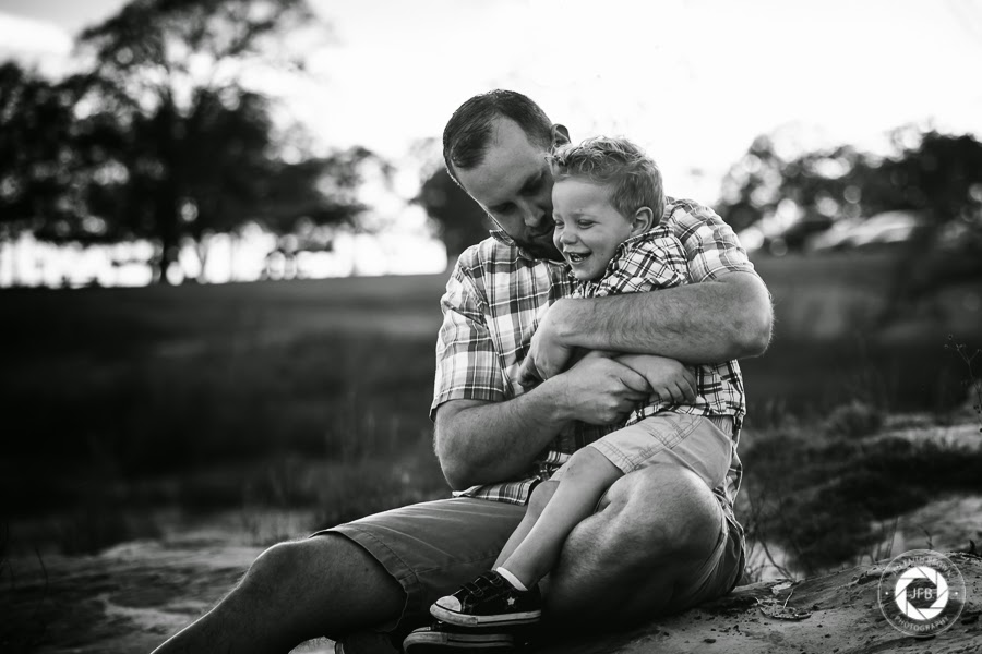 family photo, family of 5, grapevine texas, murrell park, lake, photo at lake, lake photography, outdoor photo, family photography, father and son, father, son, family, family pose, lifestyle, lifestyle photography