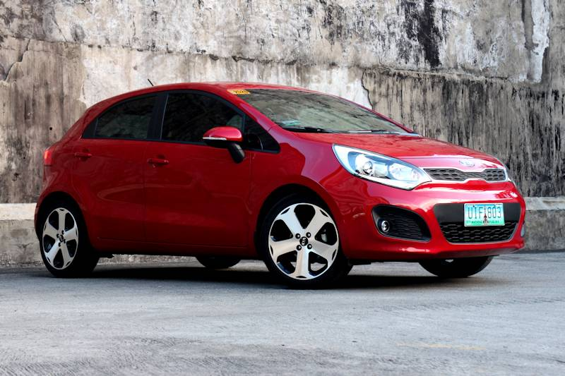 review 2013 kia rio 1 4 ex hatchback philippine car. Black Bedroom Furniture Sets. Home Design Ideas