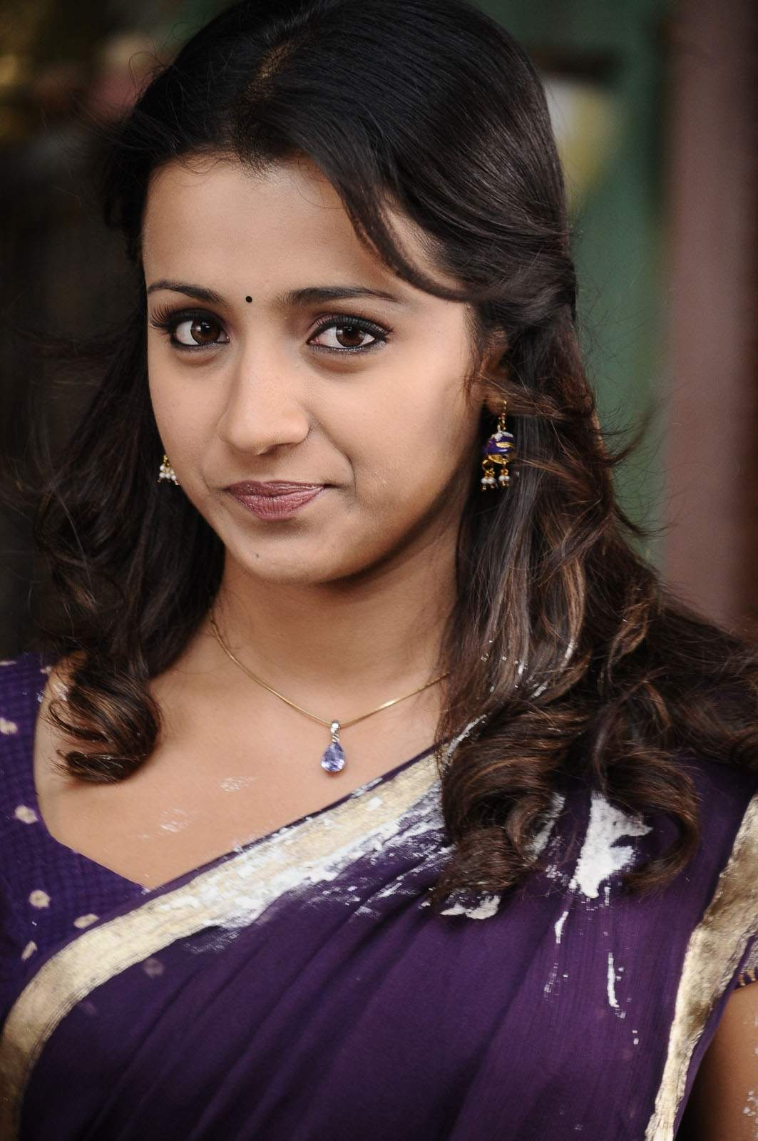 http://1.bp.blogspot.com/-E58NsQgZCog/Tygk-4WTnOI/AAAAAAAACXY/u85oIpUjQ9c/s1600/tollywood-actress-trisha-krishnan-in-saree-high-quality-wallpaper-photos_123actressphotosgallery.com_0.jpg