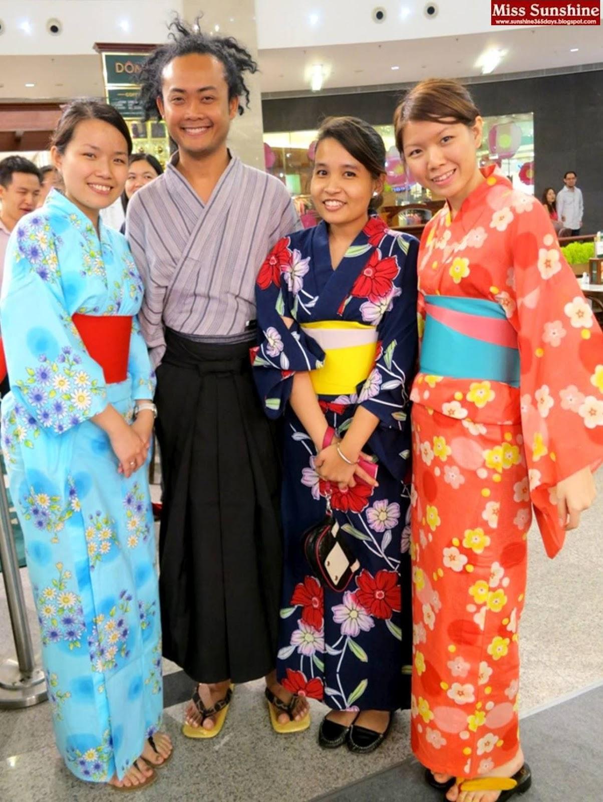 http://1.bp.blogspot.com/-E5GhHSQmZBg/UBBdRs0Y16I/AAAAAAAALLg/wocjt4phSQw/s1600/Tokyo+Street+Anni+5.jpg