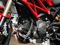 Gambar Motor Ducati 2012 Monster 1100 EVO 5