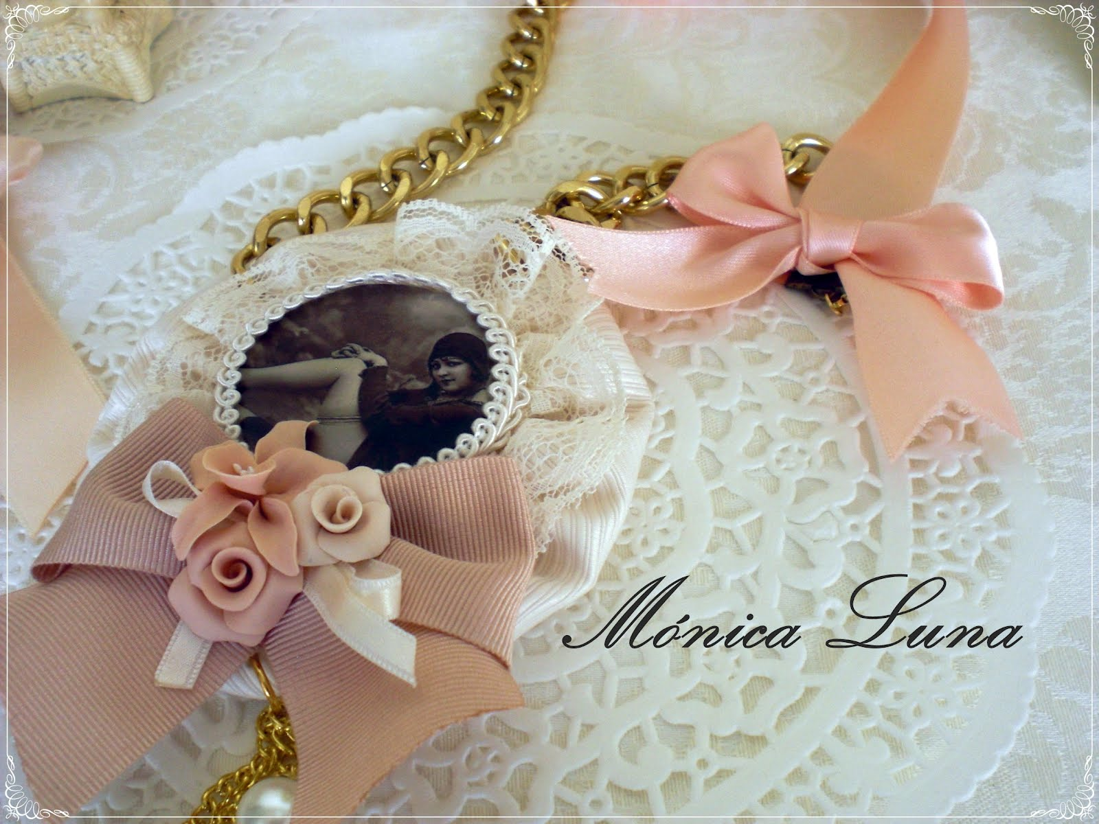 Monica Luna complementos