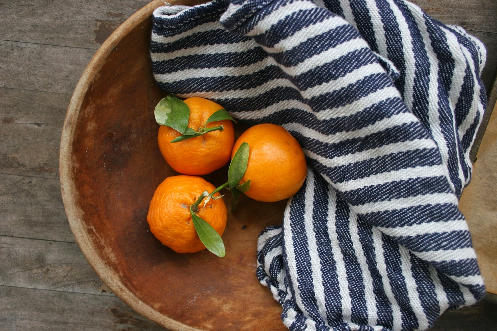 Satsuma Oranges in wooden bowl