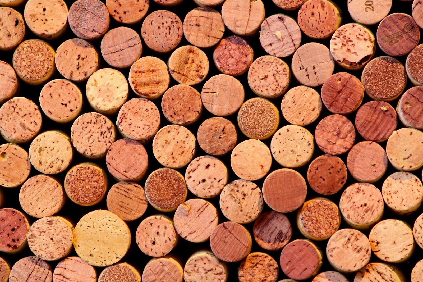 Naikitektura blog de la mesa a la pared y del vino al arte for Cuadros con corchos