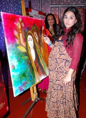 vidya balan at kahaani painting launch hot images
