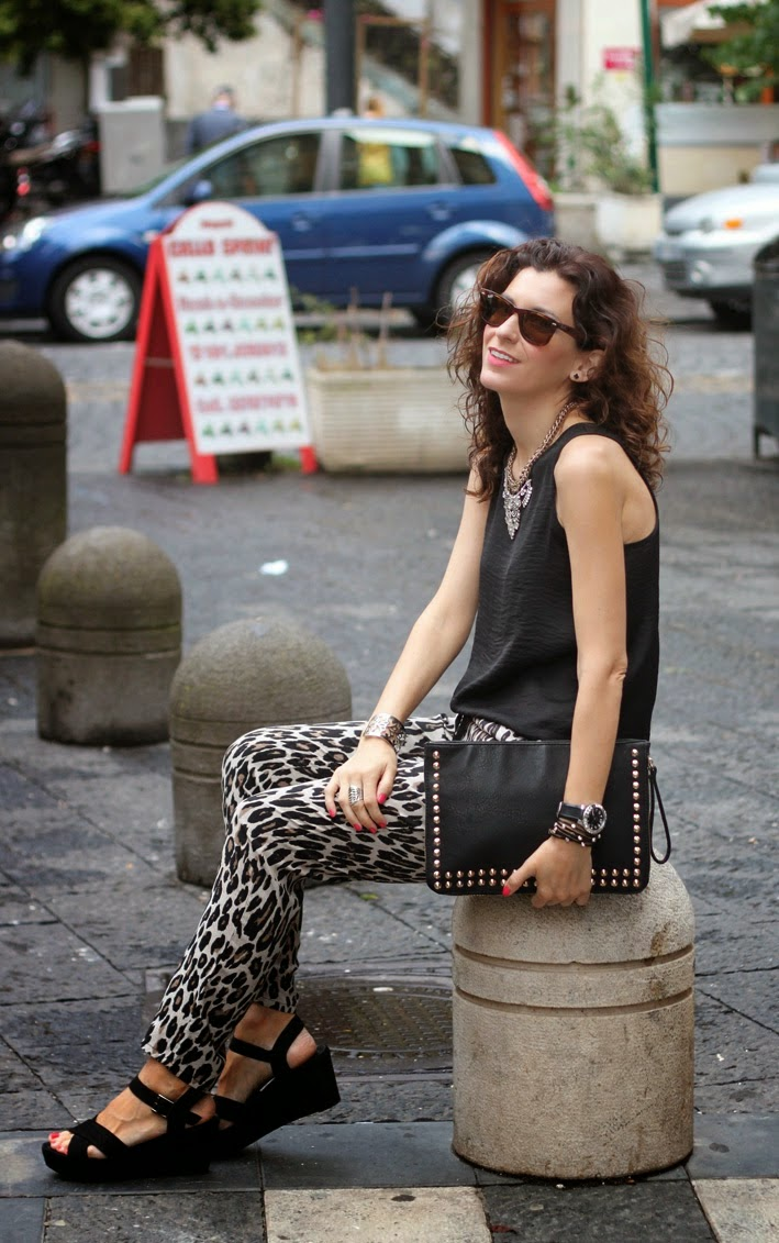 http://www.inlovewith-fashion.com/2014/07/leopard-pants-black.html