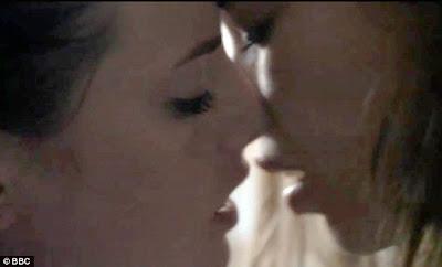 Jessica Biel Lesbian Kiss