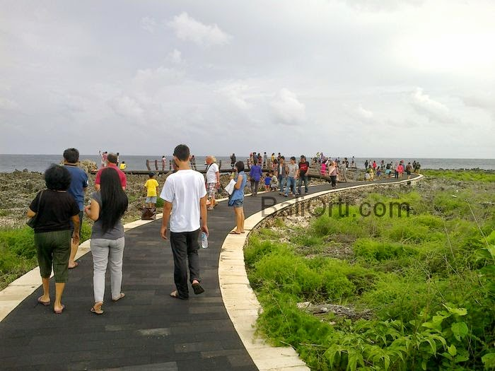 As the holiday season , attraction of Water Blow when crowded by tourists