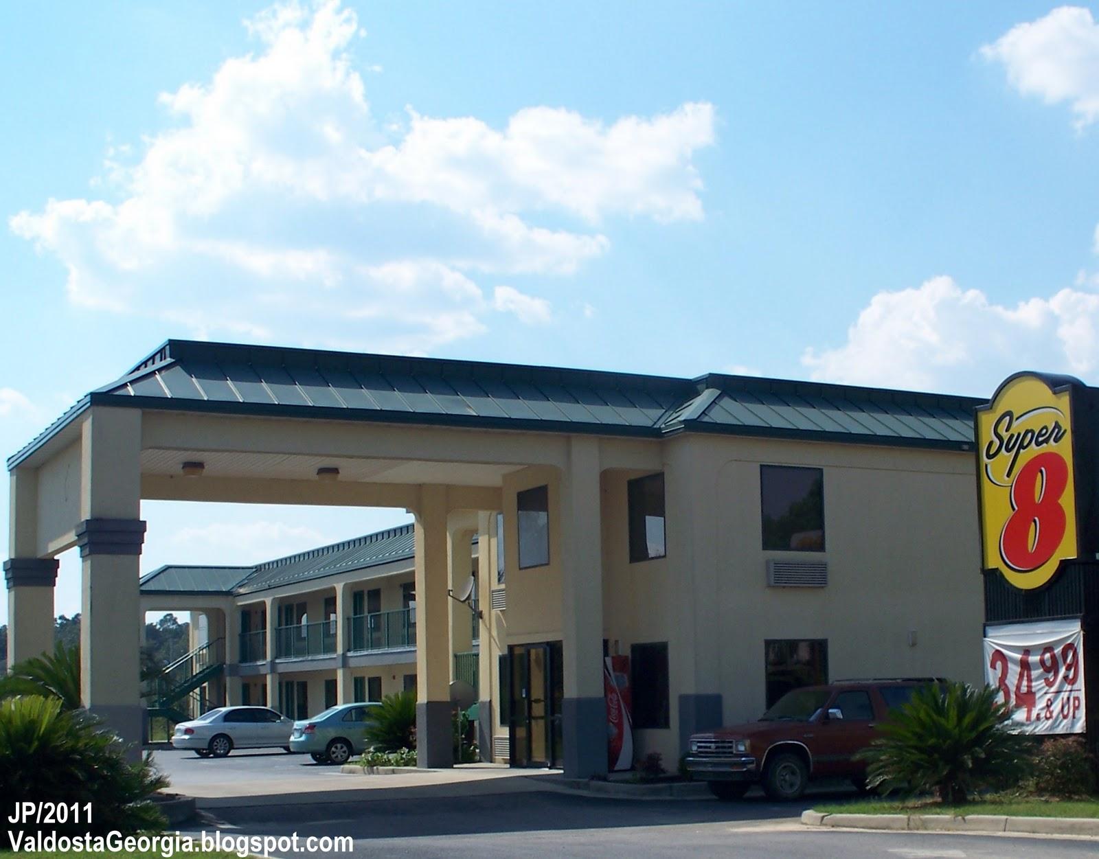 Super 8 Hotel Lake Park Georgia Valdosta Lowndes County Lodging Ga I 75 Lakes Blvd Exit