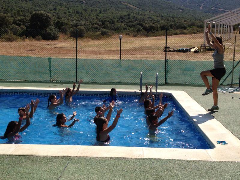 Campamentos de verano ayuntamiento de getafe 2013 dehesa for Piscina la almudena