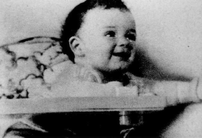 charles lindbergh kidnapping Kidnapping at 7:30 pm on march 1, 1932, family nurse betty gow put 20-month-old charles lindbergh jr in his crib around 9:30 pm charles lindbergh, who was in the library just below the baby's room, heard a noise which he imagined to be slats breaking off a full crate in the kitchen.