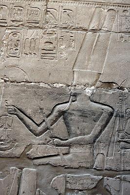 400px-Karnak_temple,_Gro%C3%9Fer_S%C3%A4ulensaal_9512.JPG