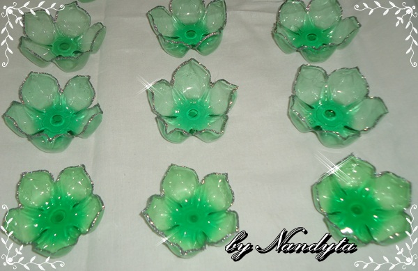 Reciclagem De Garrafas Pet E Fazendo Flores