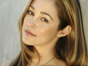 Autumn Reeser follows Geno's World on Twitter