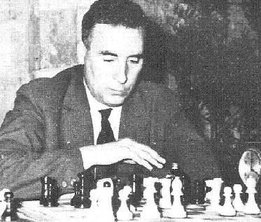 Miquel Albareda Creus frente al tablero de ajedrez