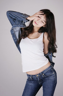 Go Jung Ah Sexy Model in White Top