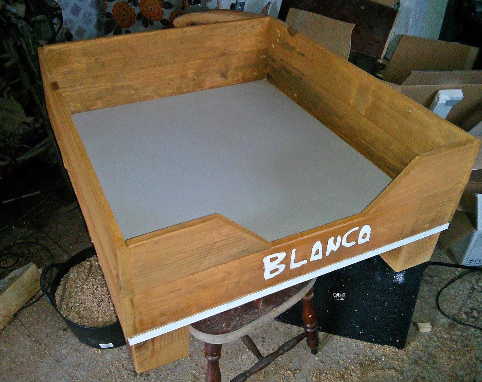 Carpinteria extrema cama para perros con madera de palets - Camas para perros de madera ...