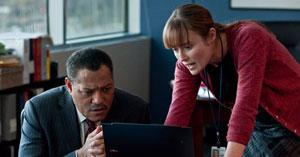 Laurence Fishburne y Jennifer Ehle en Contagio