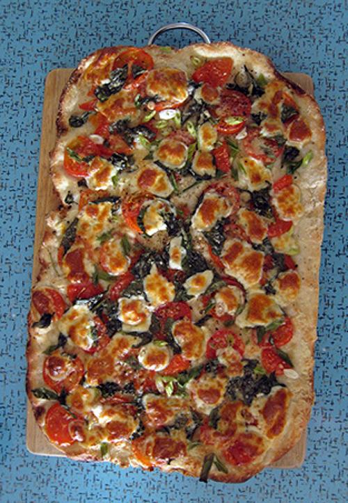 keep it simple tomato and basil pizza poppytalk. Black Bedroom Furniture Sets. Home Design Ideas
