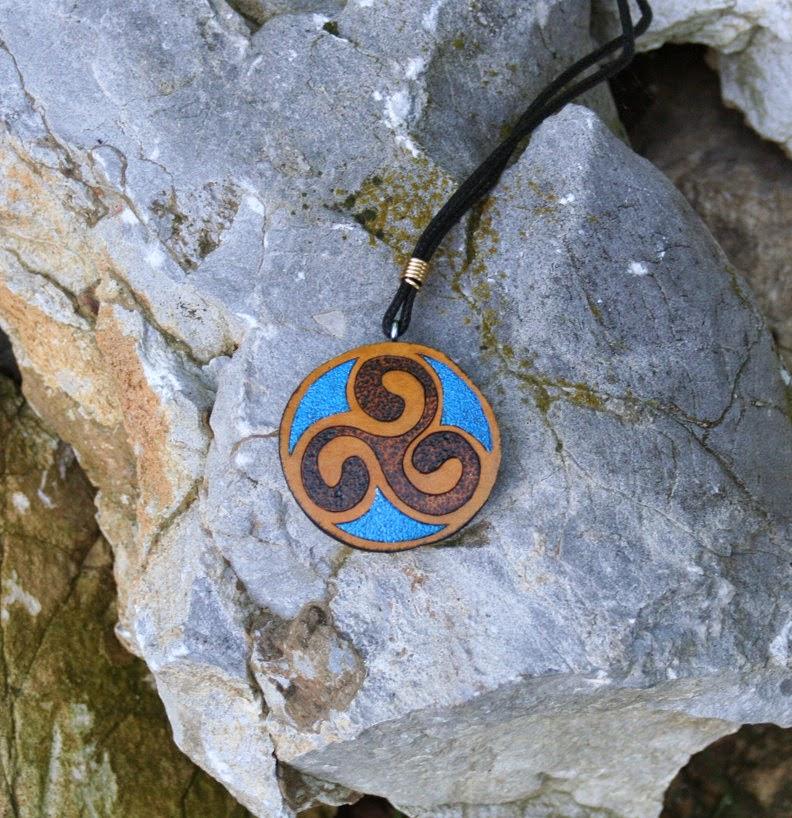https://www.etsy.com/listing/156879910/round-celtic-spiral-gourd-pendant