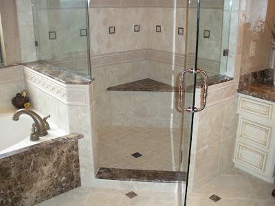 Ba o con ducha de marmol cocinas y ba os reposteros - Marmol travertino para banos ...