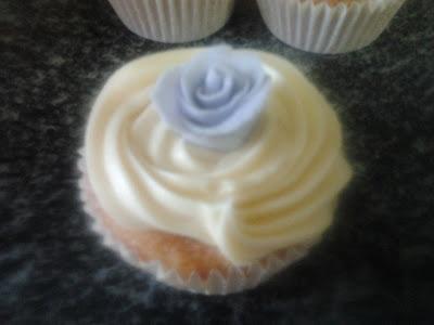 Cupcakes de caramelo y chocolate blanco