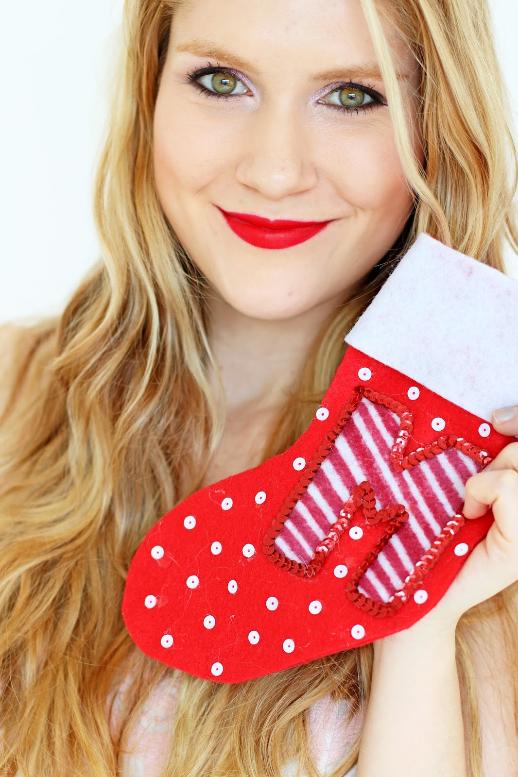 Make unique personalized stockings for Christmas this year! Its really easy, just click through for the full tutorial
