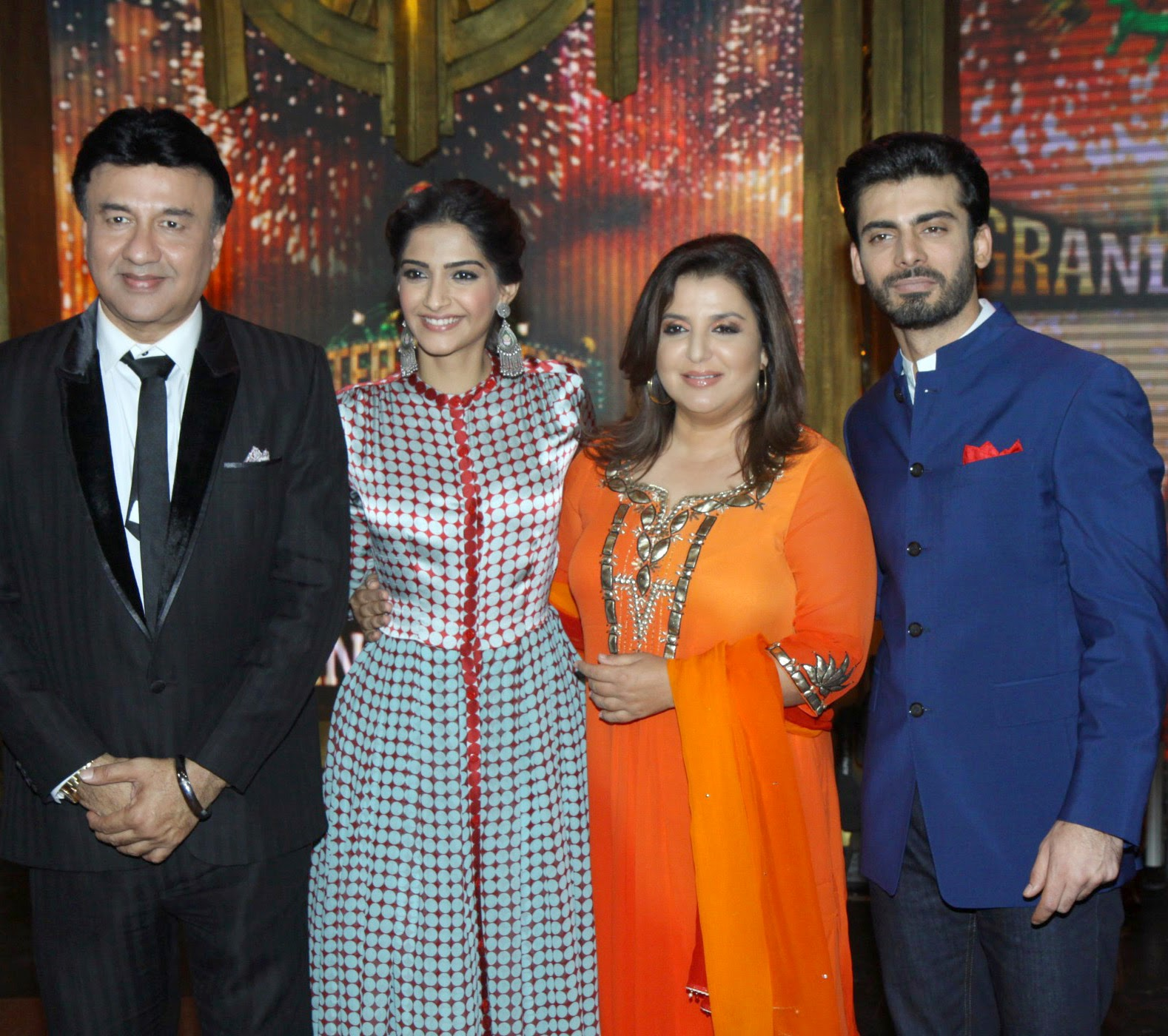 http://1.bp.blogspot.com/-E8nqlZirlWk/U9Ze5wGn5JI/AAAAAAABv_Q/oKKwt-Gocfg/s1600/+Sonam+&+Fawad+Khan+at+Promotion+of+%27Khoobsurat%27+on+Entertainment+Ke+Liye+Kuch+Bhi+Karega+(1).JPG