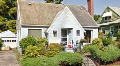 Hantu Nenek Tertangkap Kamera Google Street?