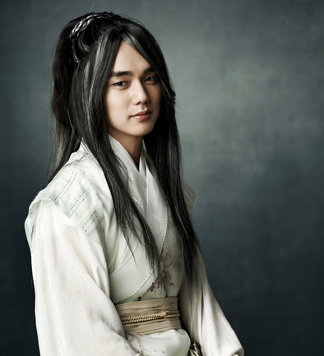 Yoo Seung Ho as Great Jade Emperor in Arang and the Magistrate via heyladyspring.com